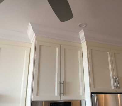 crown moulding above cabinets