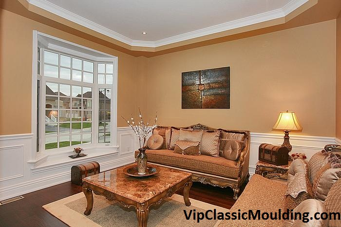 traditional living room moulding