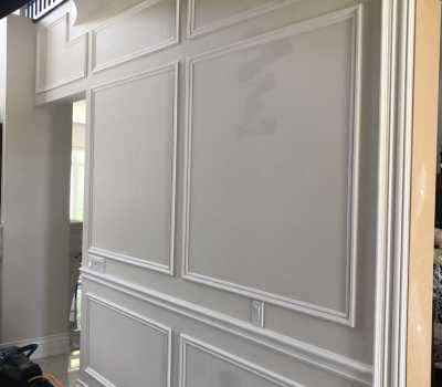 custom wall with wainscoting decor