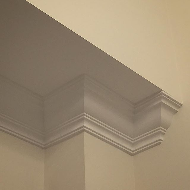 Trimwork moulding - Crown Moulding Installation